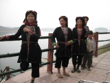 dao-women-in-the-terrace