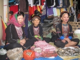 dao-women-in-the-phuc-an-market